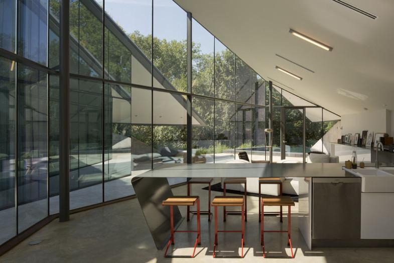 angled-roof-modern-kitchen-dinging-pit-house
