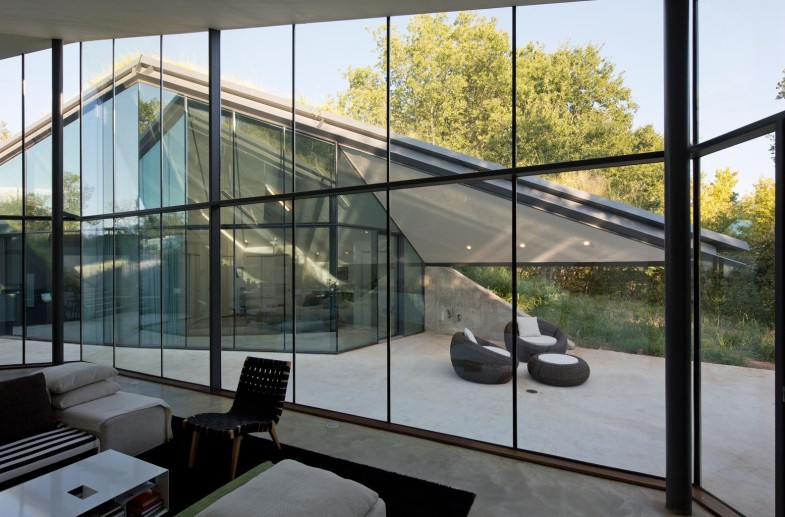 glass-paneled-twin-living-outdoor-setting