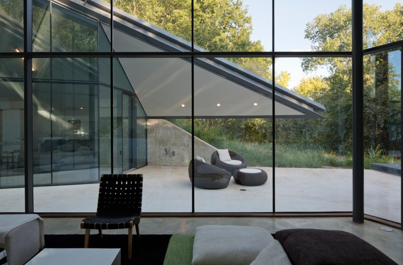 paneled-glass-walls-of-pit-house-outdoor