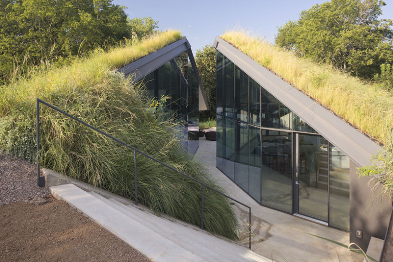 pit-house-entrance-turf-roof-hill