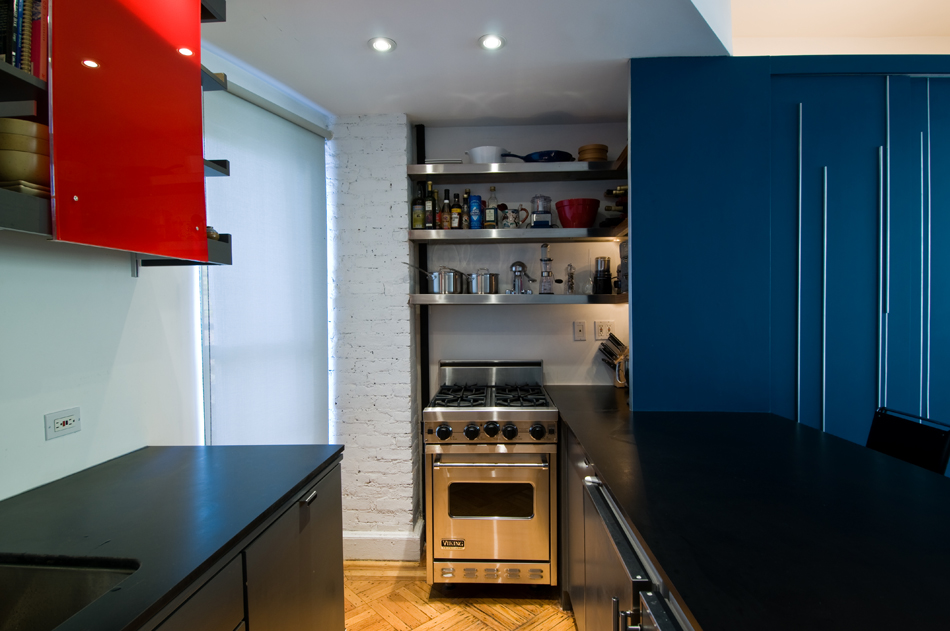 Super small apartment design in manhattan showme design for Nyc apartment kitchen ideas