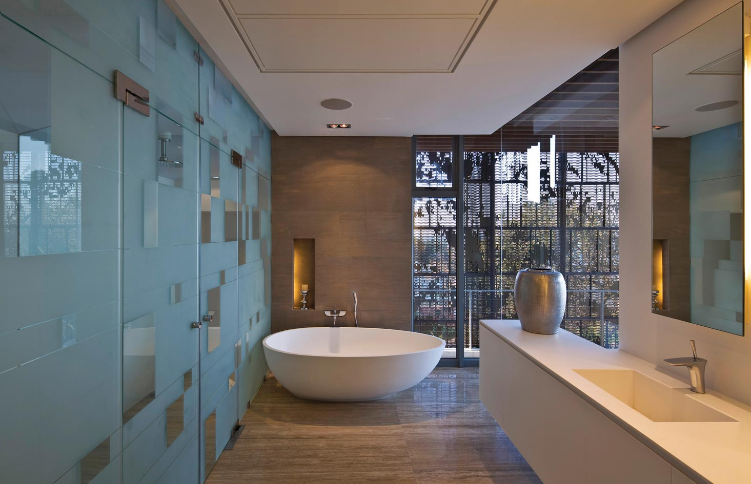 Modern Bathroom Design Ideas: Modern House In La Lucia
